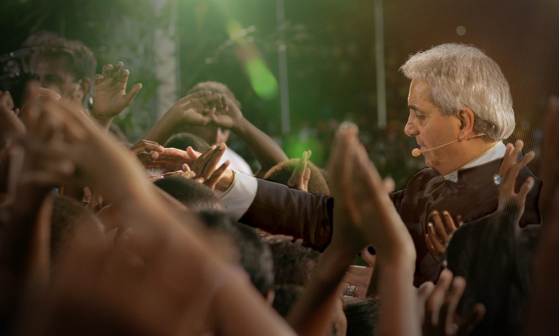 Miracle Healing Service - Donate Now - Benny Hinn Ministries